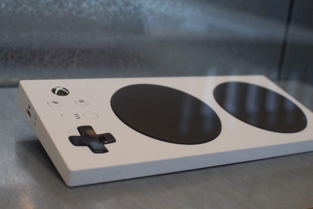 Адаптивный контроллер Xbox выставлен в музее Виктории и Альберта в Лондоне3