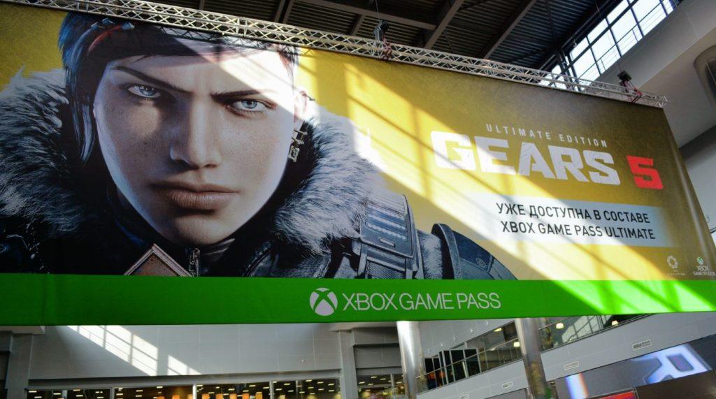 огромный баннер Gears 5 на игромире 2019