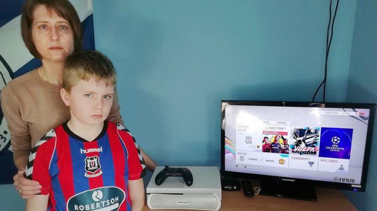 Женщина требует от Xbox возмещения после того, как «хакеры купили 36 000 игровых очков Fifa»