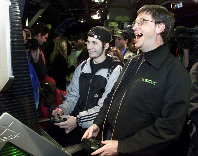 Bill Gates plays Xbox with the first group of buyers
