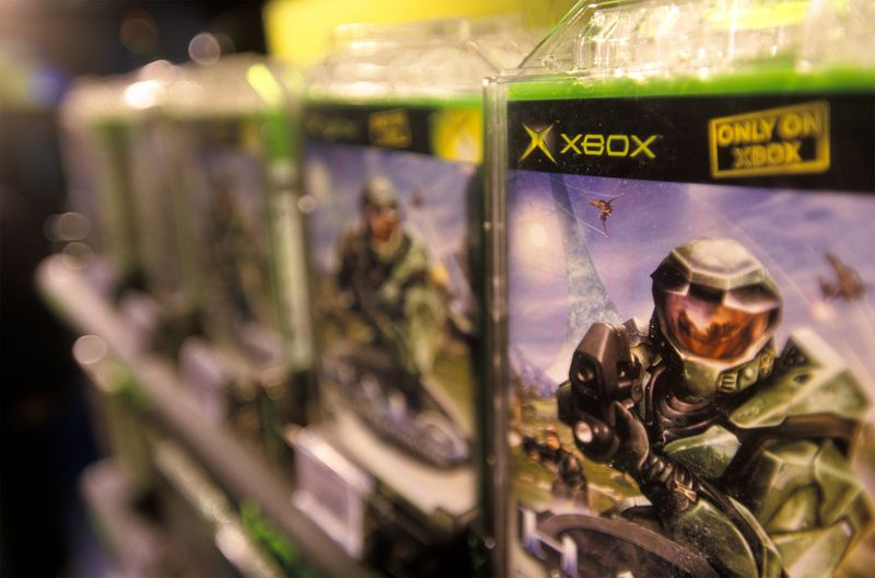 Halo on sale at the Toys 'R' Us flagship store in New York in 2001